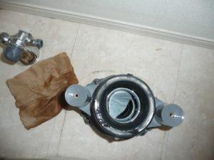 トイレ異物除去 修理中2